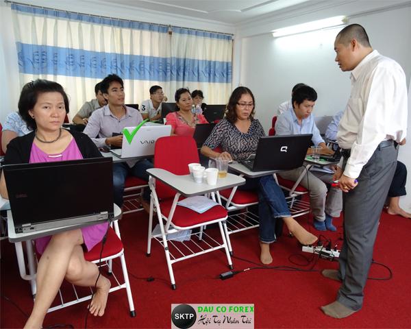 Học Đầu Tư Forex áp dụng thực tế tại lớp